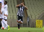 Atacante Rafael Costa é submetido a cirurgia no joelho direito