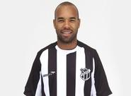 Lateral-esquerdo Tiago Costa acertou com o Alvinegro