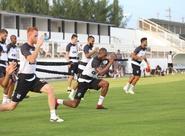 Elenco alvinegro encerra sábado com trabalhos físicos no Estádio Vovozão
