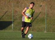 Dimas terá 19 atletas à disposição para jogo contra o Avaí