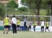 Sob o comando de Dimas, time treina em Porto Alegre