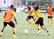 Pensando na estreia na Copa do Nordeste, grupo treinou nesta tarde