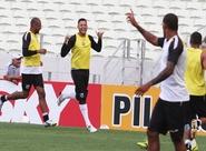 Em clima de descontração, jogadores do Ceará encerraram os preparativos