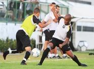 Com o apoio da torcida, Sérgio Soares comandou coletivo nesta tarde