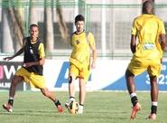 Alvinegros participaram de treino coletivo no CAP