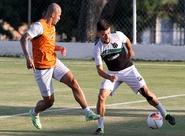 Marcelo Cabo comandou treino coletivo na Cidade Vozão