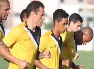 Grupo voltou aos trabalhos neste sábado e foco é o Vila Nova