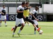 Com treino recreativo, Ceará finalizou preparação para encarar o Macaé