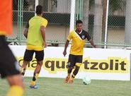 Time alvinegro participou de treino físico/técnico nesta tarde