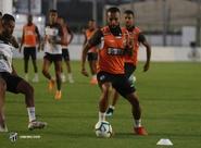 Uma semana antes da volta do Brasileirão, elenco tem dia de treinamento intenso