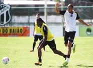 Antes de viajar, time do Ceará treinou em Porangabuçu