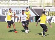 Antes da viagem para Belém, Ceará realiza treino coletivo no Estádio Vovozão