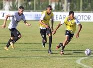 Grupo especial da Fares Lopes realiza treino apronto para partida contra o Caucaia