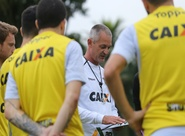 Já no Rio de Janeiro, Lisca comanda treino final antes de enfrentar o Botafogo