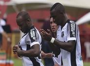No Barradão, Ceará desperdiça chances e perde para o Vitória por 2 a 1