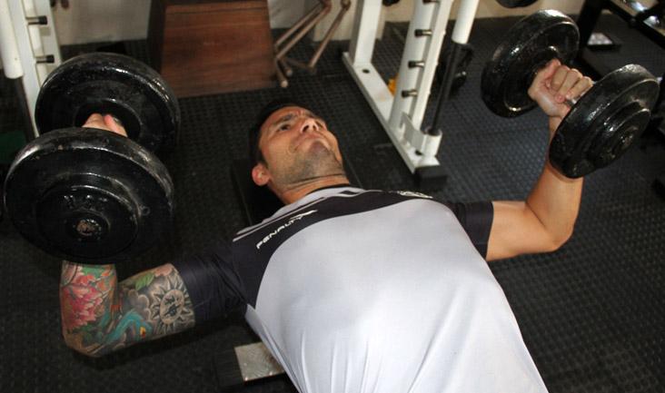 Após se recuperar da lesão, o goleiro Tiago realizou trabalhos de fortalecimento muscular