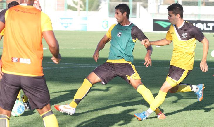 Os alvinegros começaram os trabalhos com um treino de posse de bola e marcação