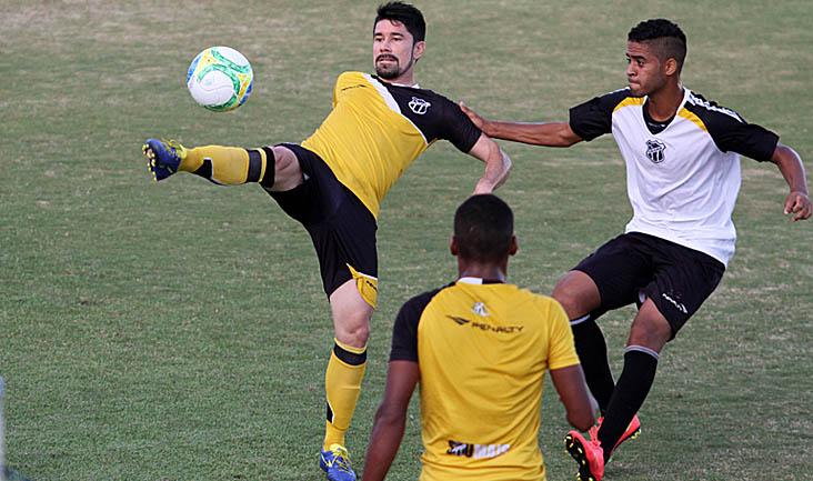 Quem não atuou no último jogo participou de um treino coletivo contra a equipe Sub-20