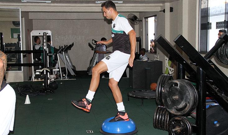 As atividades começaram na academia do clube, quando os alvinegros realizaram treino leve de musculação