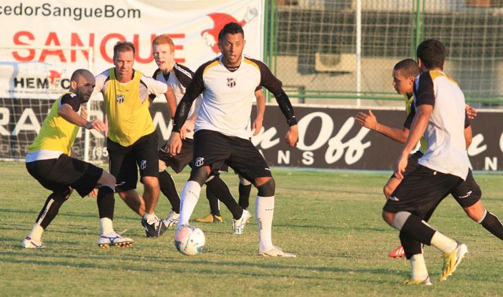 Durante o treino recreativo, o goleiro Fernando Henrique jogou no ataque e balançou as redes