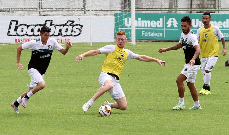 O elenco treinou o posicionamento, a criação de jogadas em velocidade e as conclusões a gol