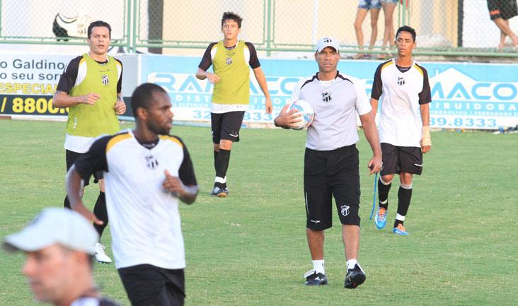 Quem não jogou ontem participou de um treino técnico no estádio Vovozão