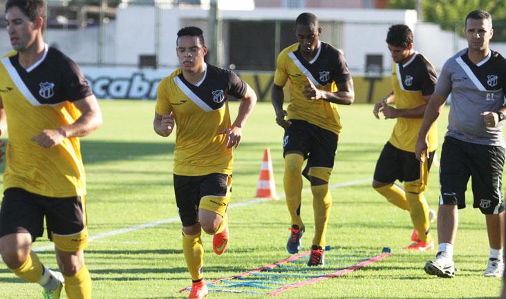 Quem não jogou ontem participou de um treino físico, sob o comando dos preparadores físicos