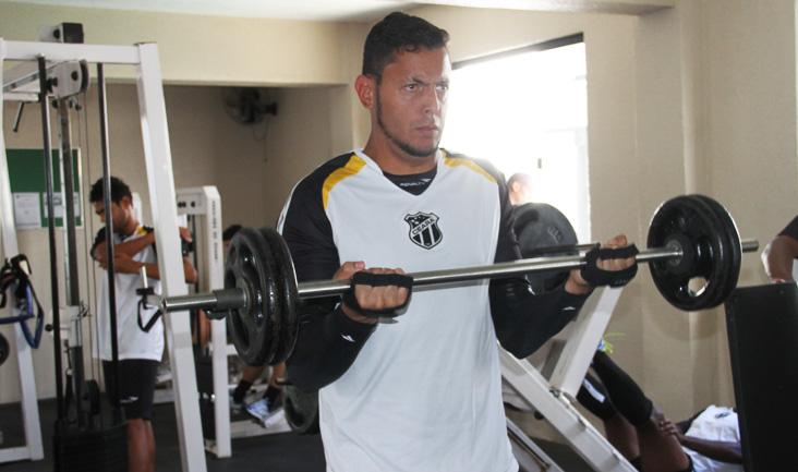 Os jogadores iniciaram os trabalhos com um treino específico na academia