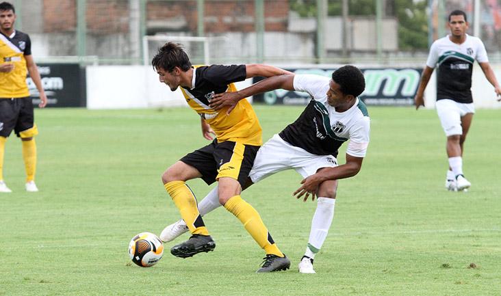 Os atletas que não atuaram ontem participaram de um coletivo e enfrentaram a equipe Sub-20