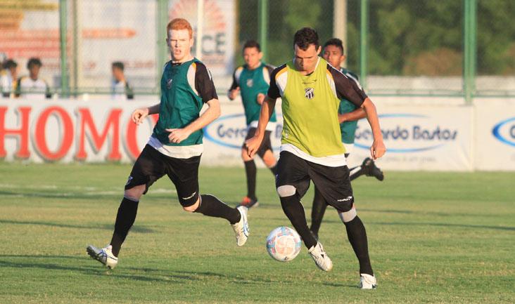 Nesta tarde, os jogadores participaram de um treino técnico e tático
