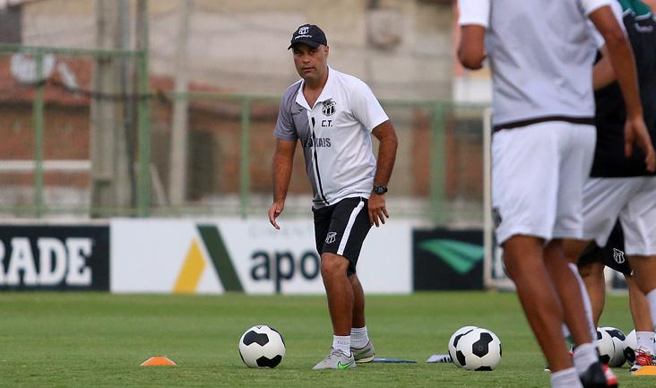 Cristian de Souza foi convocado para comandar o time até o anúncio da chegada do novo técnico
