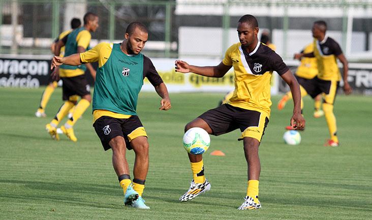 Nesta tarde, o foco principal do treino foi aprimorar os passes e a criação de jogadas