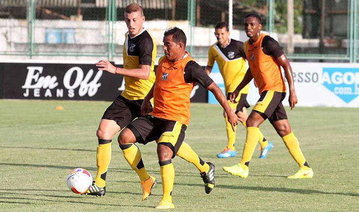 Regularizado, Marcos Aurélio vem treinando bem e pode fazer sua estreia amanhã