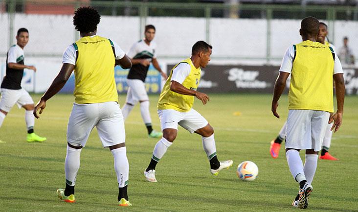 O meia Marcos Aurélio trabalhou nesta tarde e mostrou muita movimentação em campo