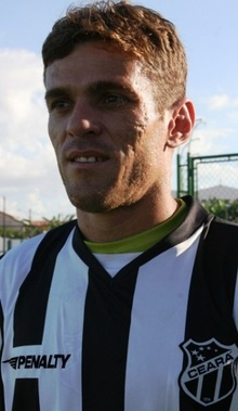 http://midia.cearasc.com/media/img/jogadores/thumbnails/perfil_jr_cearense.jpg